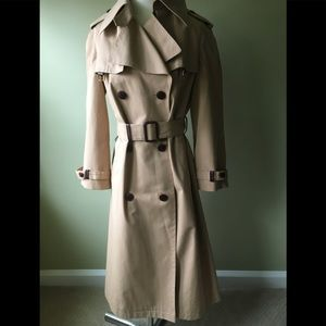 Vintage Etienne Aigner trench coat. NWOT